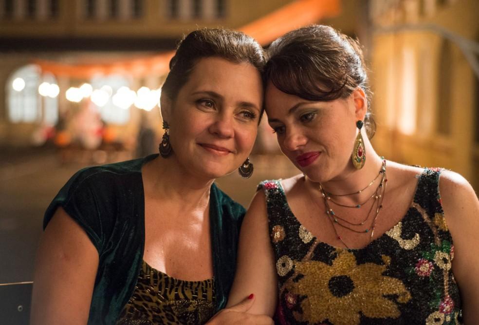 Karine e Adriana Esteves