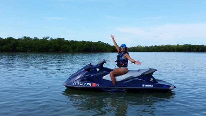 Renata Araújo no jetski