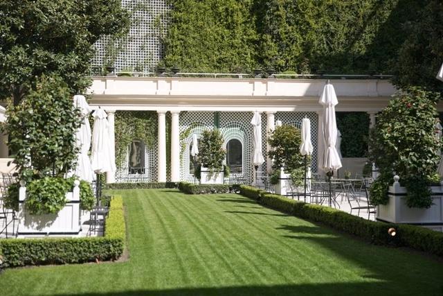Jardins do hotel Le bistrol por Gerson