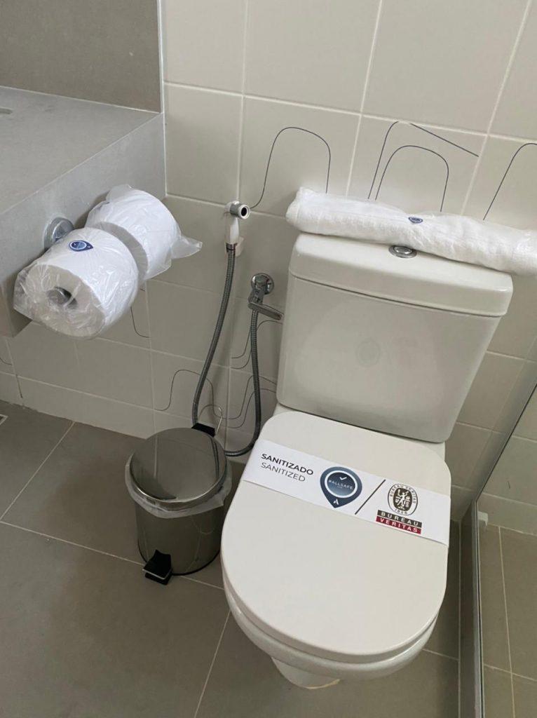O banheiro todo higienizado