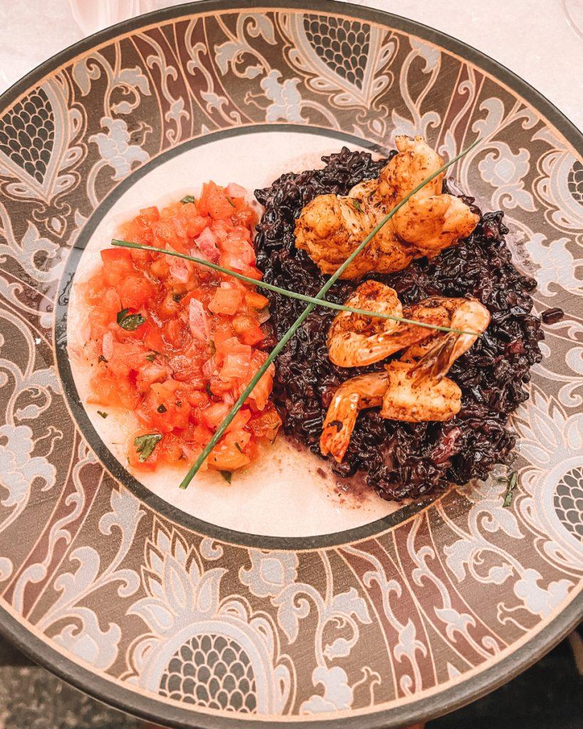 Camarão com arroz negro