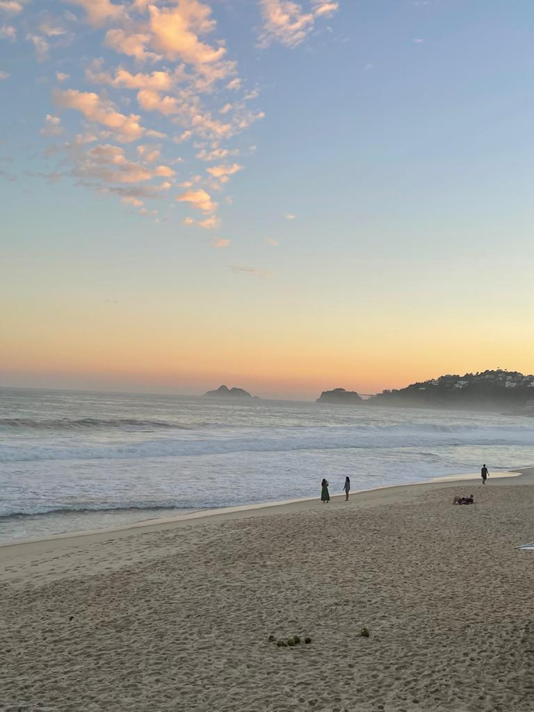 Vista da praia no charmoso quiosque em São Conrado
