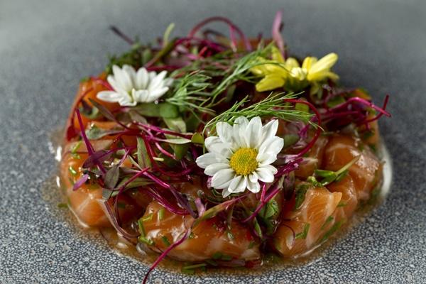 laos - como decorar pratos e bebidas com flores